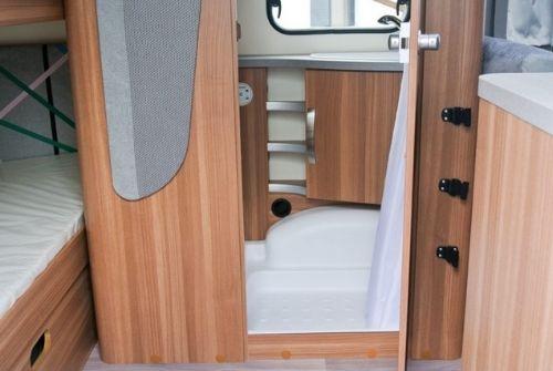 Ansicht Badezimmer Wohnwagen - Wohnmobilvermietung Gotha